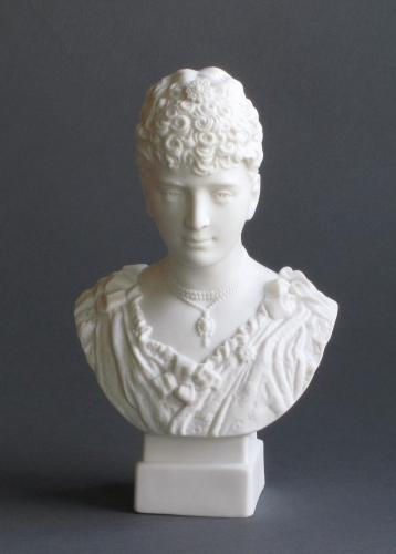 Robinson & Leadbeater bust of Princess May